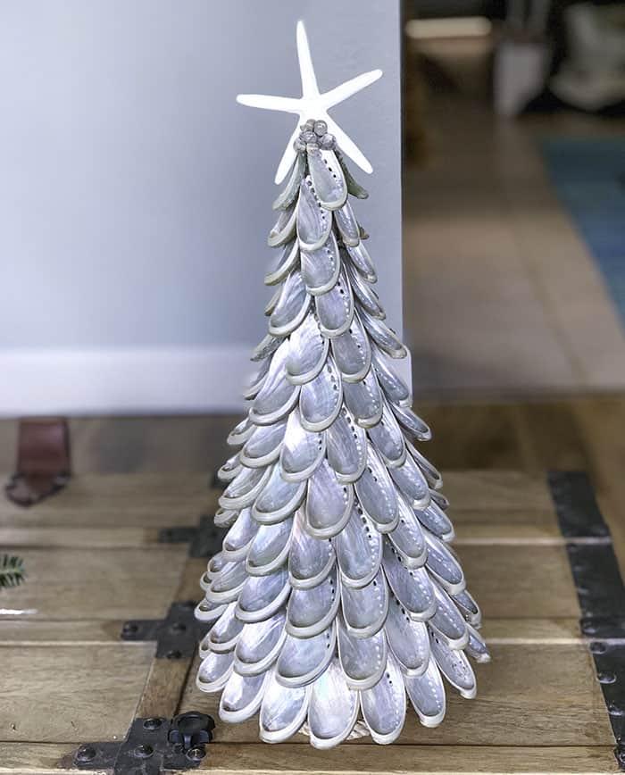 Christmas tree DIY from shells
