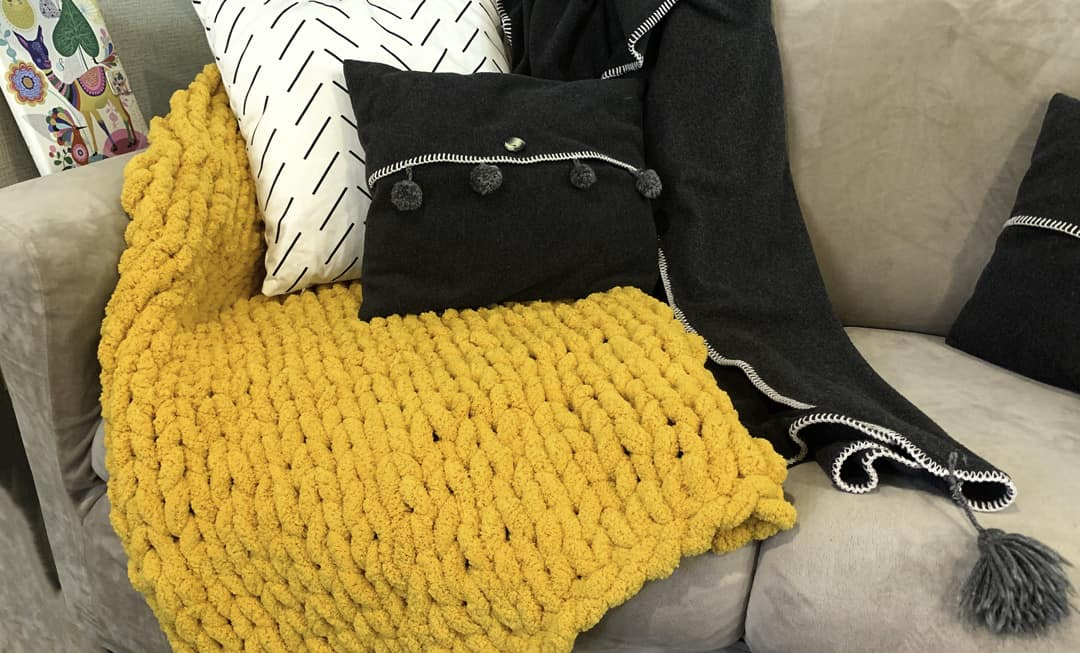 How to hand knit a blanket in 1 hour? Easy to follow tutorial.