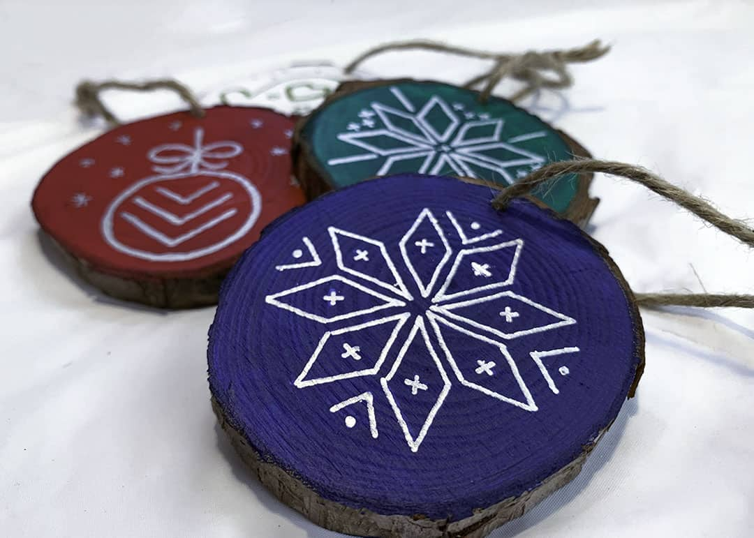 how to paint wood slice ornaments tutorial
