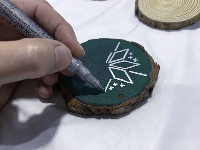 paint nordic pattern on wood slice