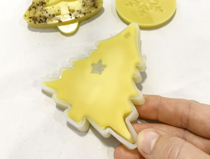 remove beeswax ornaments from mold